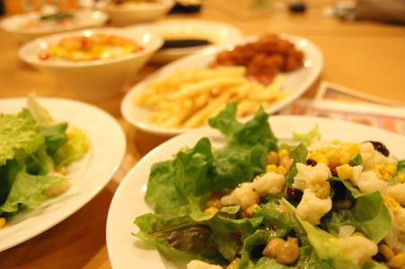 山盛り野菜のサラダ