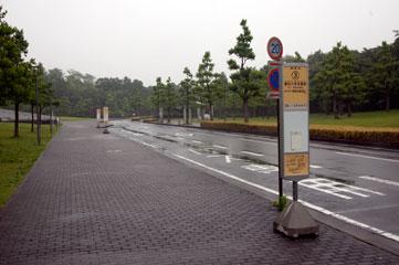 SFCのバス停「慶応大学本館前」