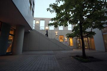 SFCの階段生協中庭の階段