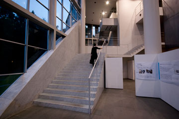SFCの階段タウ館内の階段