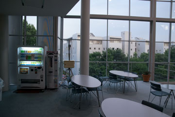 SFCの自販機 τ館2階
