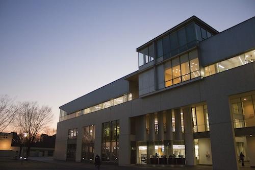 明るいメディアセンター