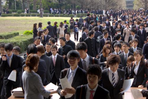 【入学式】並ぶ新入生