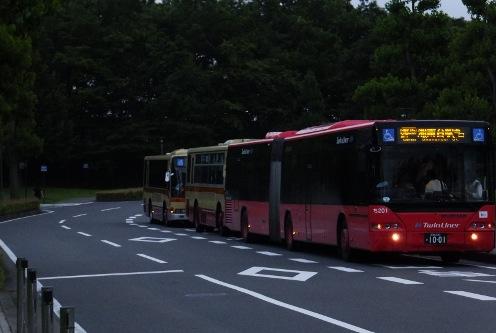 バス3連続