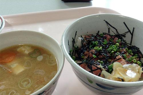ネギトロ丼と豚汁