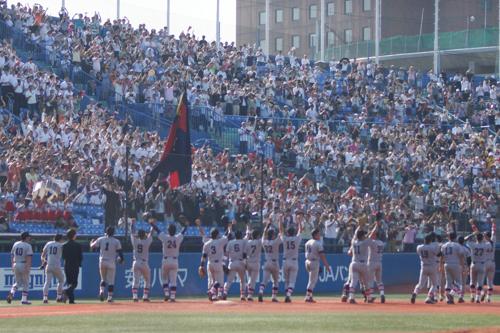観客と選手たち
