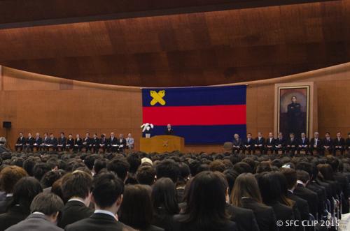 期待を胸に988名がSFCへ 日吉で2015年度入学式
