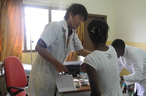 【看護医療学部特集】国際協力と医療のコラボを PEACE