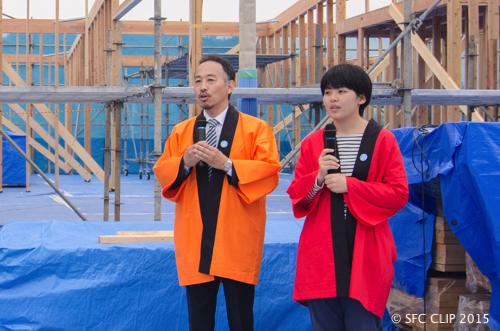 左から小林教授、土肥さん。式典ではθ館への中継も務めた。