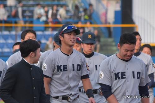 試合終了後の谷田選手(左)と小笠原選手(右)