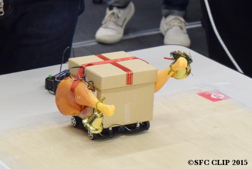 長谷川さん製作の「とりにく号」。季節のイメージを取り入れている。