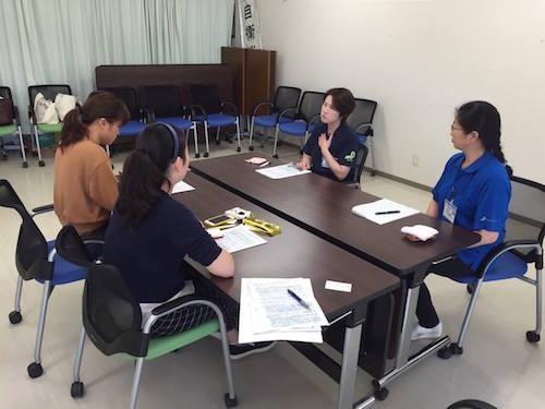 高田病院の看護師へのインタビューの様子