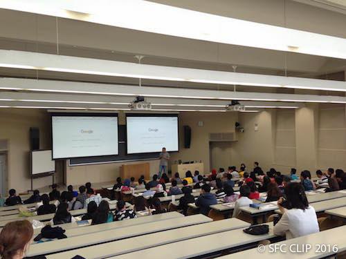 模擬授業を受ける海外高校生たち