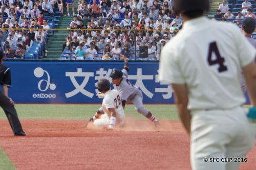 盗塁阻止成功でなんとか早稲田の攻撃を終わらせる