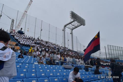 あいにくの天気だったが応援席には多くの人が姿を見せた
