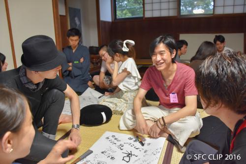 ワークショップで「和食」について考えを深める参加者。
