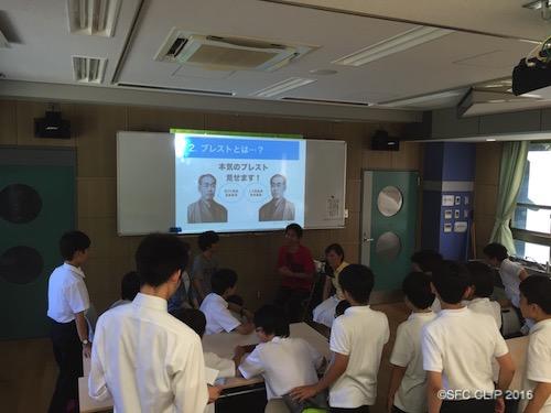 生徒、教員とSFC生がともに「本気のブレスト」を行う