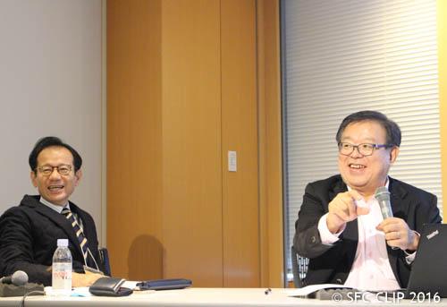 質疑に応える鈴木教授(左)と村井学部長(右)