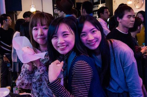 星さん(写真右)と台湾人・中国人のGIGA生