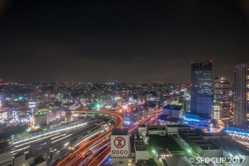 横浜の夜景を眼下に