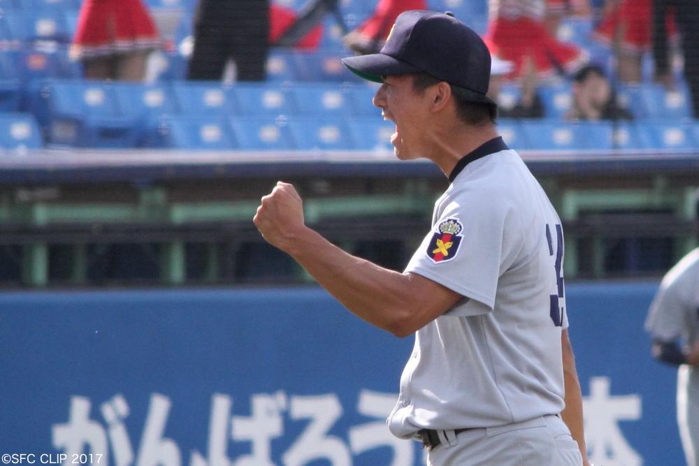 勝利の喜びを噛みしめる高橋佑投手