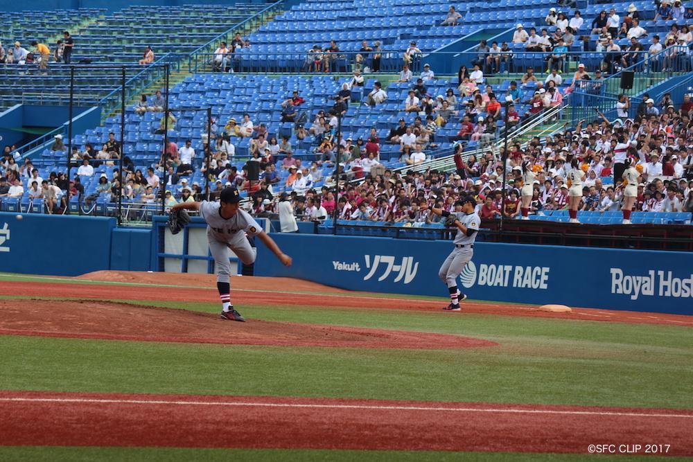 5回二死一二塁のピンチをしのぐ義塾高橋佑投手