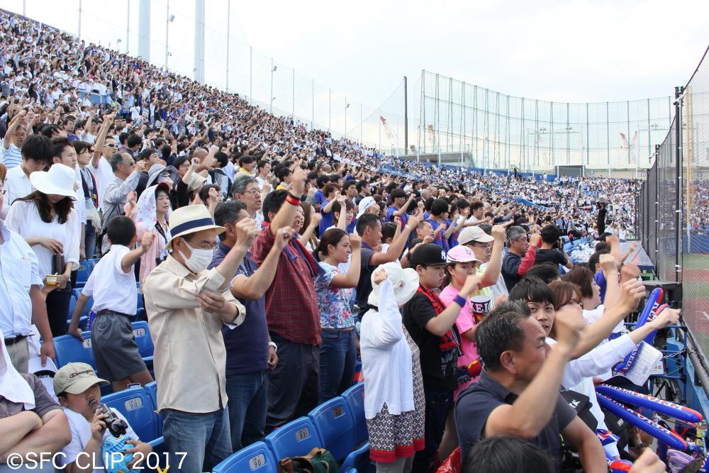 観客は義塾の勝利を信じて応援し続けた。