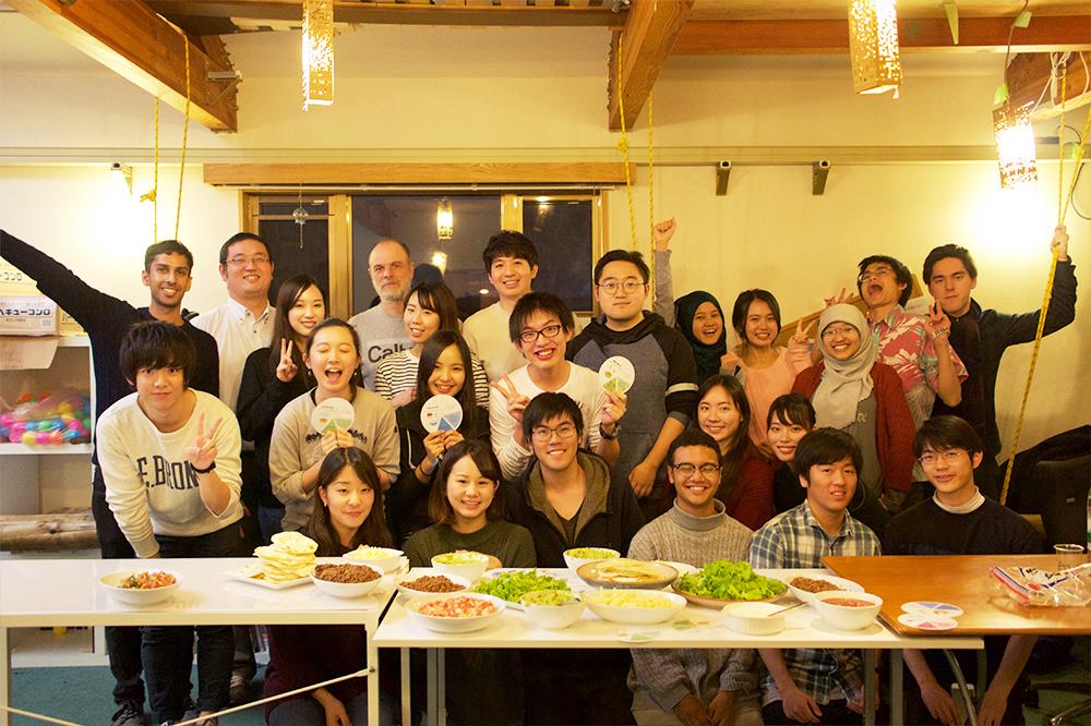 AISも運営に関わった、GIGA生と日本人学生がともにタコスをつくるイベント(AIS提供)