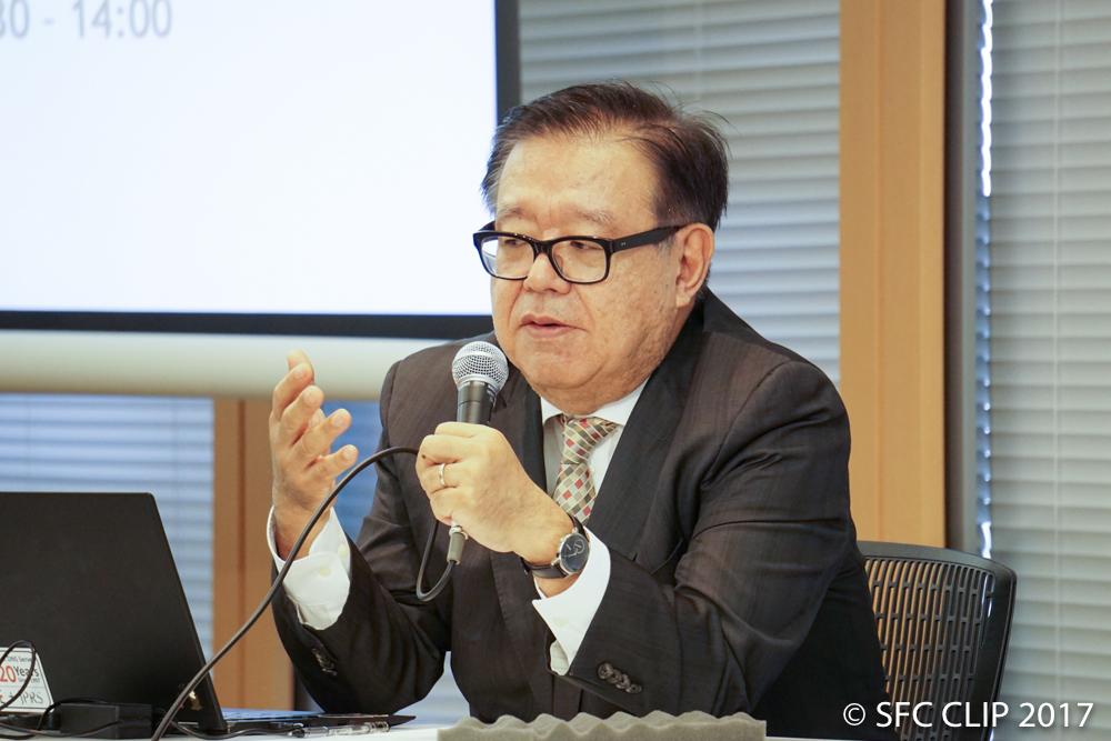 自身の経験からアクセシビリティの重要性を語る村井教授