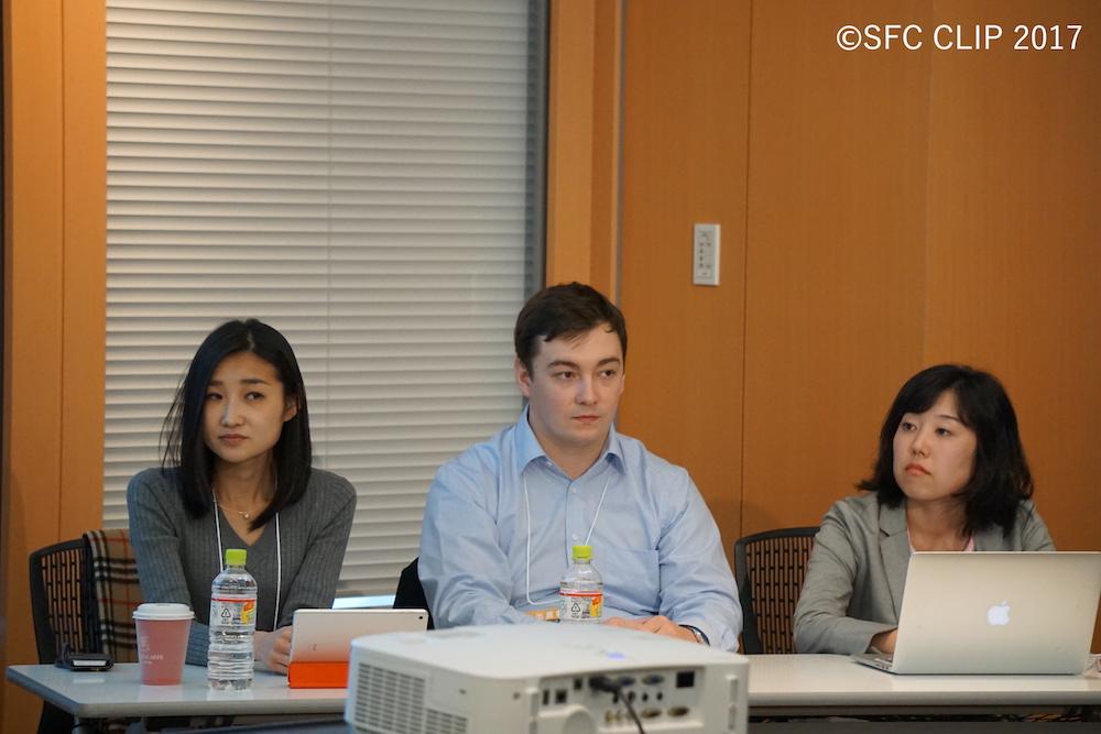 (左から)パネリストの佐藤さん、ブリュックナーさん、伊藤さん