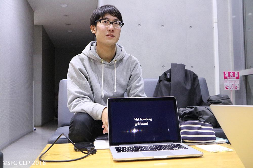 小林 颯 Hayate Kobayashi / 1995年北海道出身。/ 慶應義塾大学 環境情報学部 環境情報学科在籍。/ 主な作品に、《<つくる>ということ》(第23回学生CGコンテスト 未来館賞)、《Betweener》(第23回学生CGコンテスト エンターテインメント部門 最終ノミネート)、《少年と映像》(イメージフォーラム ヤング・パースペクティヴ2017 上映)など。