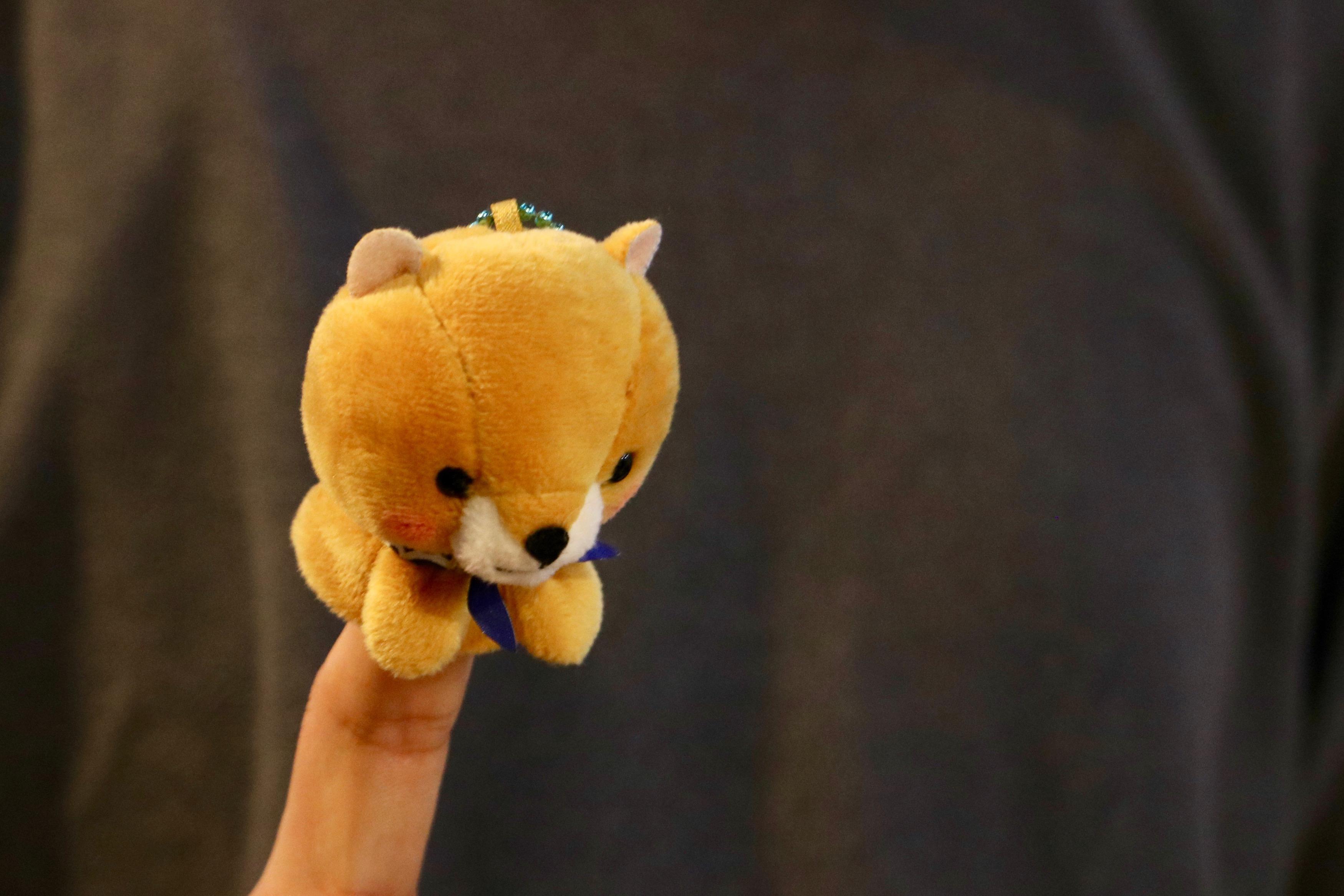 ロクロを回す指人形(環4) 背景に写っているのは別人