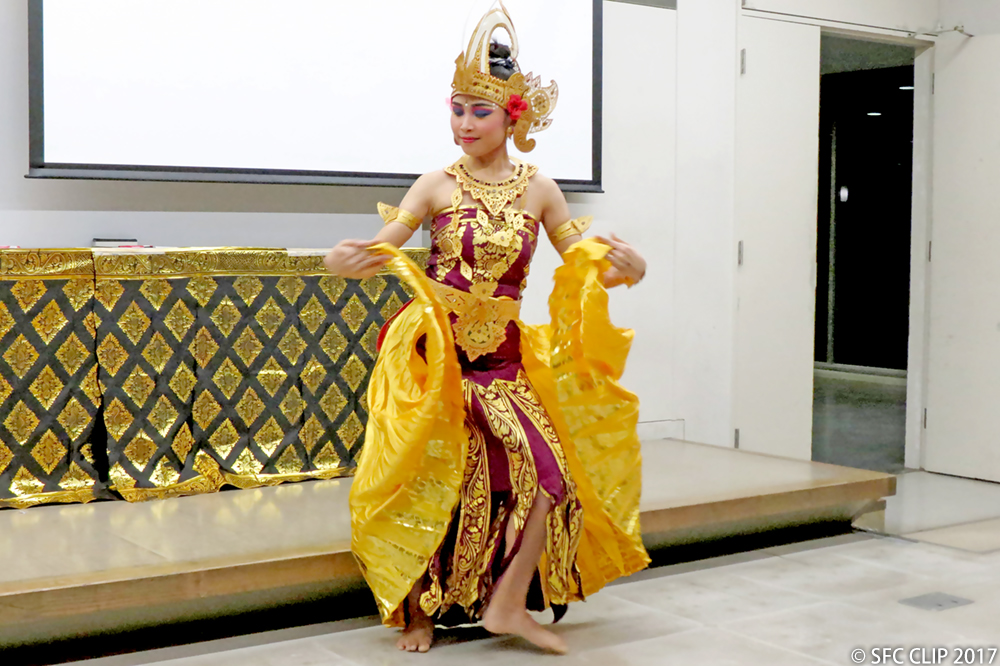 Cendrawasih Dance, performed by an Indonesian student from Waseda University