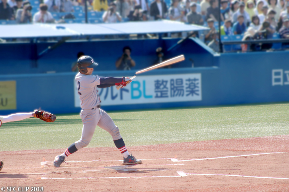 In the second half of the game, Keio's #12 Saegusa's bat shatters after striking the ball