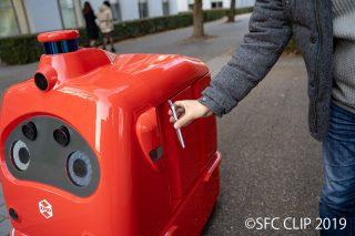 「自動宅配ロボット「CarriRo Deli」世界初! 実証サービスを体験してみた」の画像