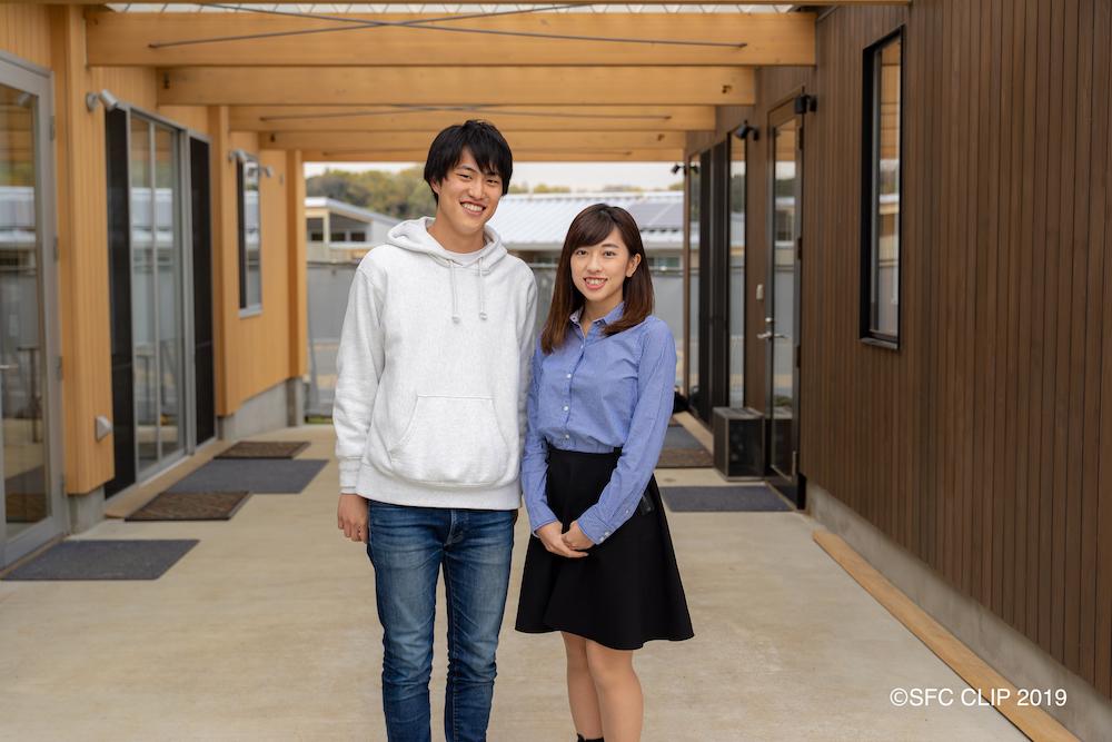 インタビューに答えていただいた、環境情報学部3年の武田 海さん(左)と宮田 美卯さん(右)
