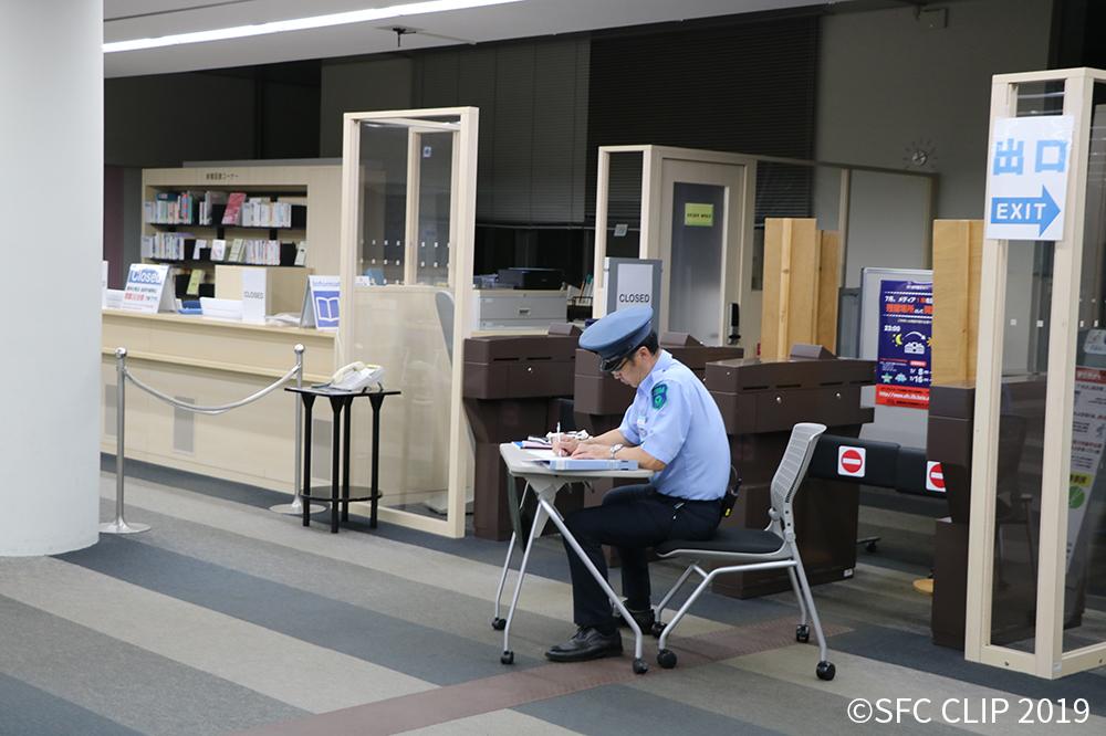 試験開放では安全確保のため、警備員が駐在している