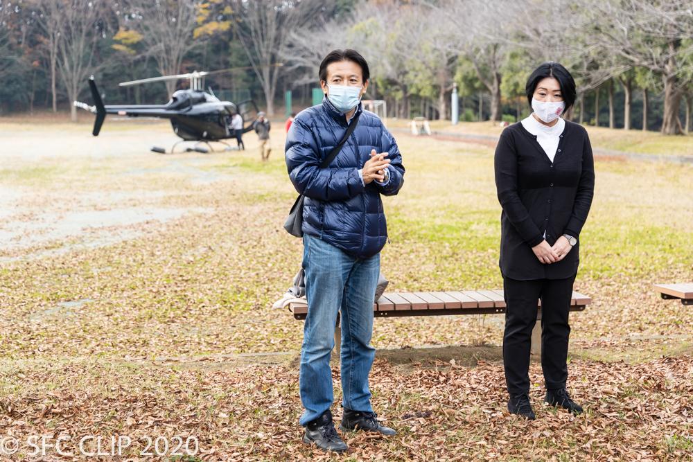 実験に関する説明をする武田教授と国際災害対策支援機構の松尾さん