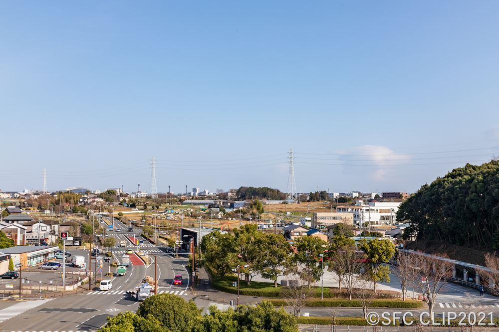 屋上から東側「健康と文化の森地区」予定地を望む