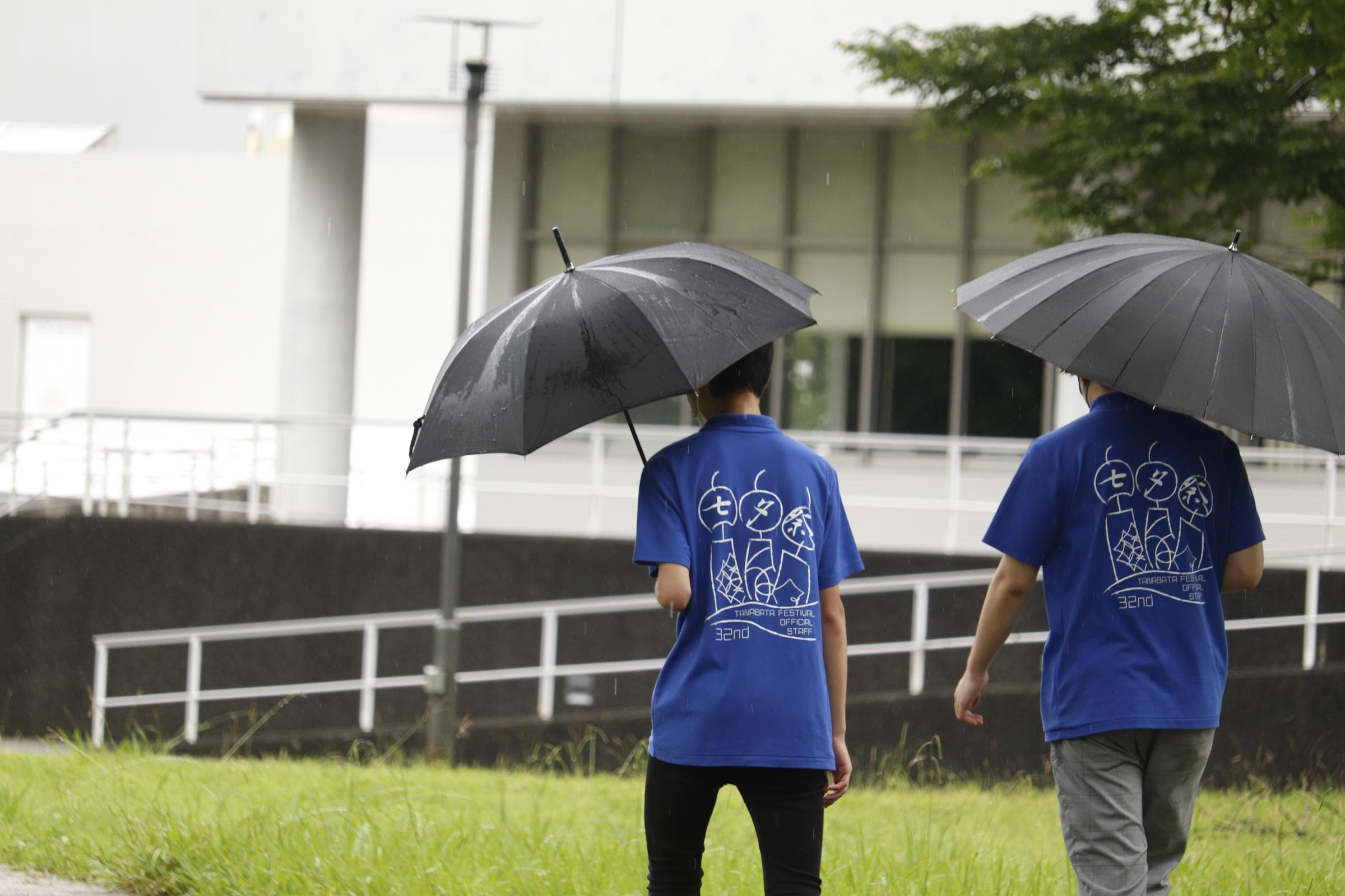 雨天のなか決行された今年の七夕祭